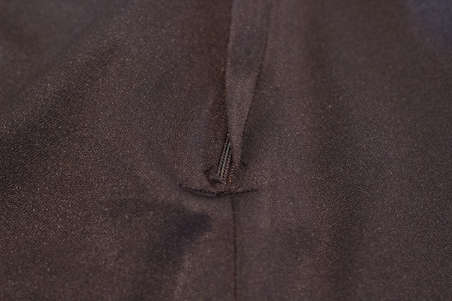 Photography of a buckled zipper, incorrectly sewn